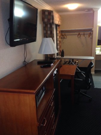 Quality Inn Hollywood: El tocador y el closet