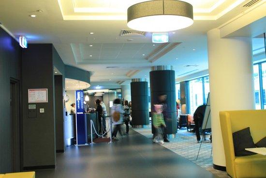 Novotel Melbourne on Collins : Reception on Level 6
