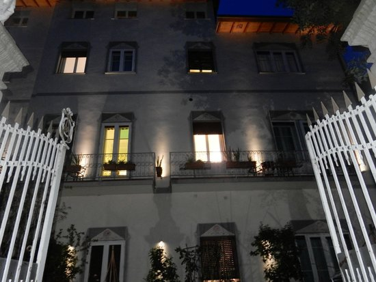 Hotel David : Front at night