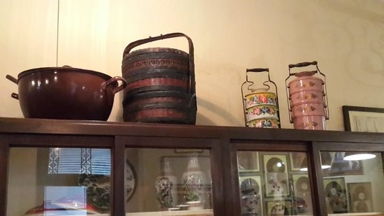 Noor & Dean's Kafe : OLD TIFFIN CARRIERS & FOOD BASKET
