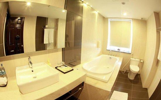 Anise Hotel: Bathroom