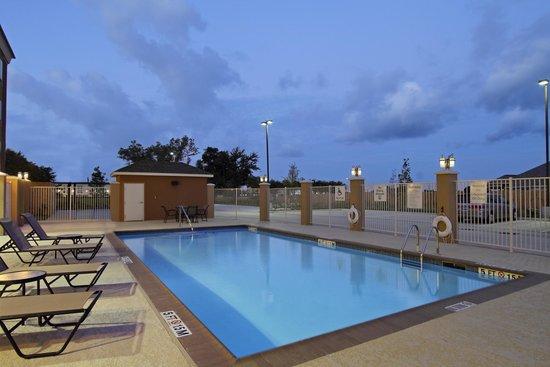 Holiday Inn Express Suites Baytown: Beautiful Pool
