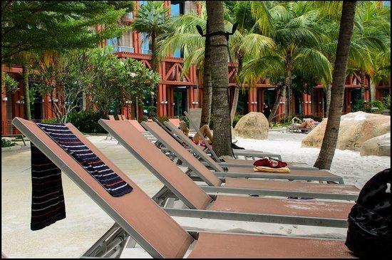Hard Rock Hotel Singapore: Hard Rock Sands pool