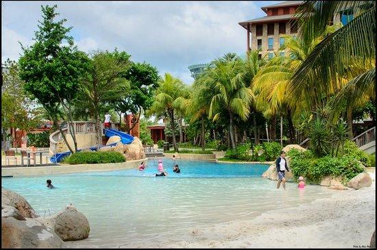 Hard Rock Hotel Singapore: Hard Rock pool area