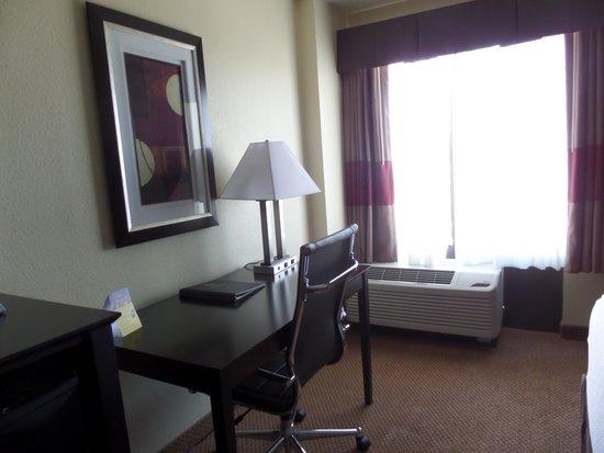 Best Western Plus Denver Tech Center Hotel: modern decor