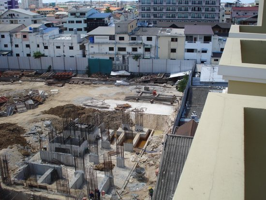 LK Renaissance: Construction site at rear of hotel