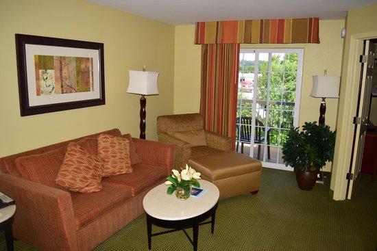 Homewood Suites by Hilton Vancouver-Portland: Living area
