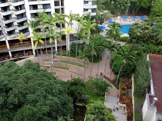 Hale Koa Hotel : Hotel grounds
