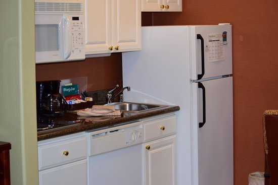 Homewood Suites by Hilton Vancouver-Portland : Kitchenette