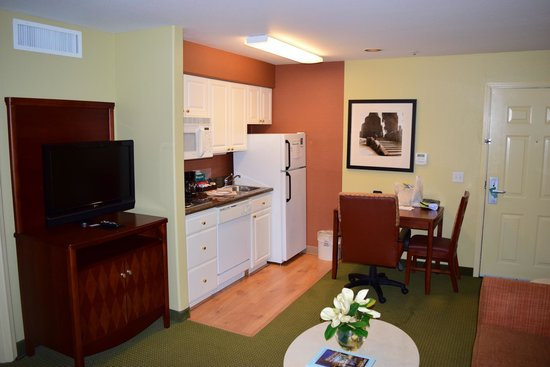 Homewood Suites by Hilton Vancouver-Portland : Living and dining area