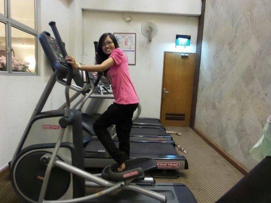 Harmoni Suites Hotel : Gym room
