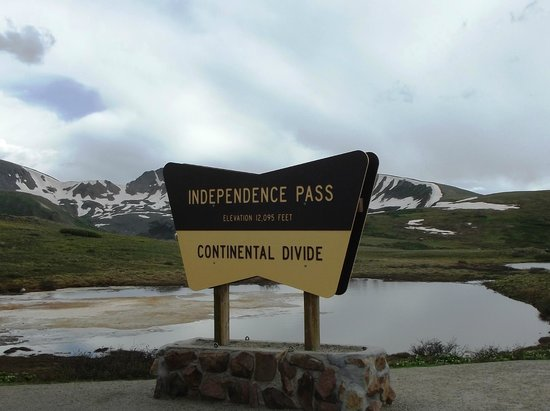 Independence Pass: Above the tree line!