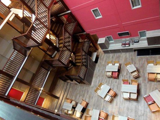 New Chastillon: salle de déjeuner en bas
