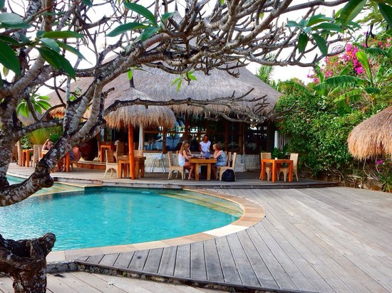 La Joya, Villa & Bungalows: Ontbijten aan het zwembad