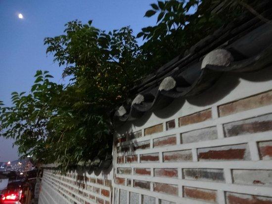 Pueblo hanok de Bukchon: 夕暮れの北村