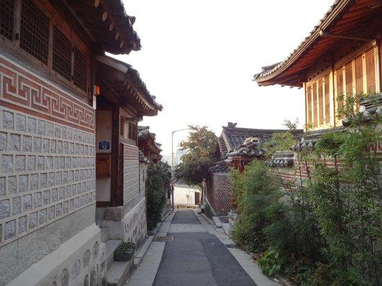 Hanok-Dorf Bukchon: 早朝の北村