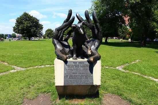 Dzok Monument: Dzokの像