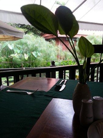 Sokhalay Angkor Resort & Spa: Breakfast by the Koi Pond