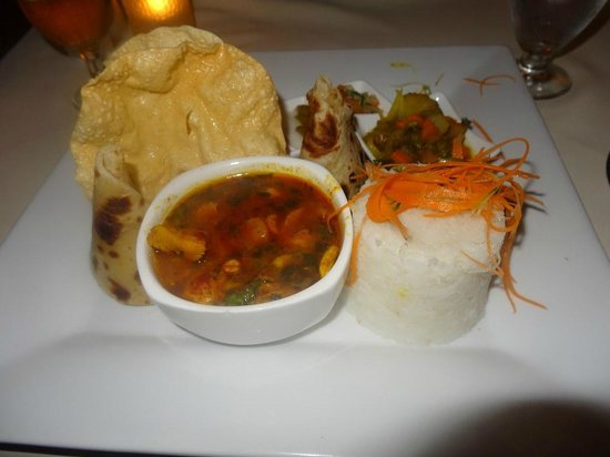 Bedarra Beach Inn: Yummy chicken curry :)