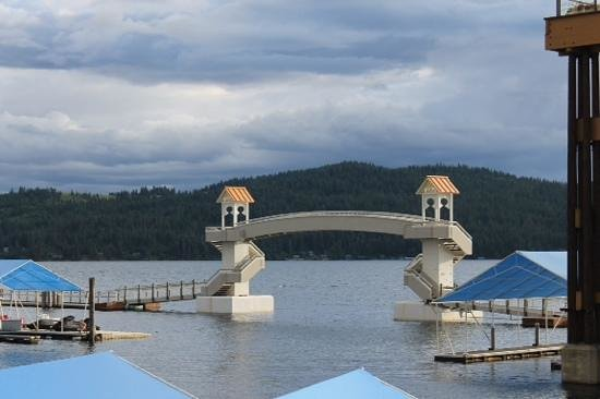 Coeur d'Alene Lake: the walkway over the marina