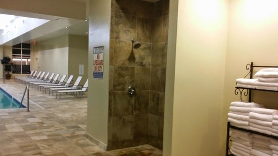 Raleigh Marriott City Center : Shower in Pool/Hot Tub Area