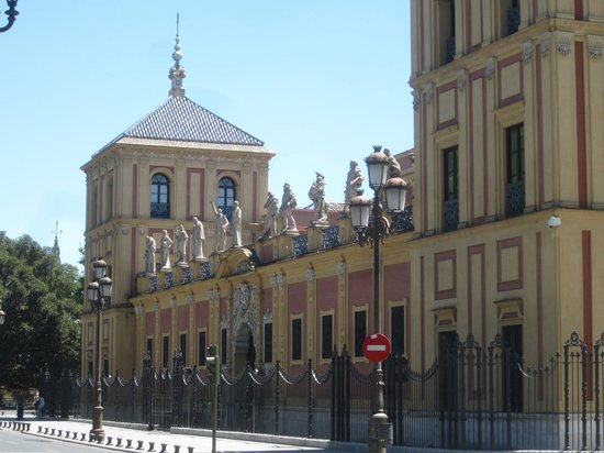 Palacio de San Telmo: Статуи великих севильцев