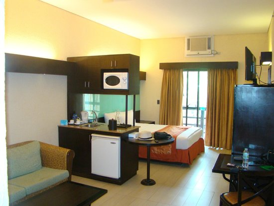 Microtel Inn & Suites by Wyndham Boracay: suite