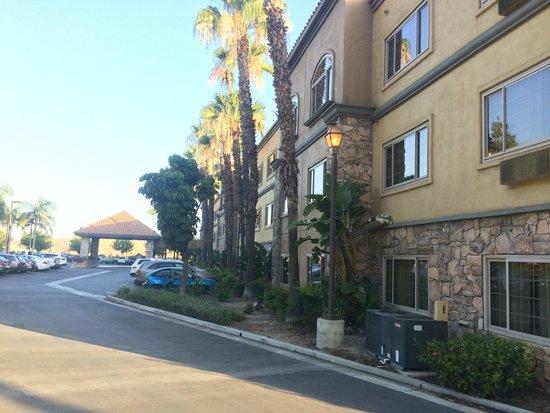 Ayres Suites Diamond Bar: Side View