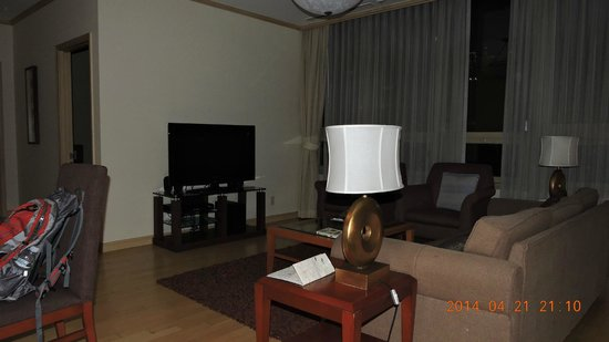 Orakai Insadong Suites: Living room1