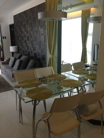 Tanawin Resort and Luxury Apartments : Обеденная зона