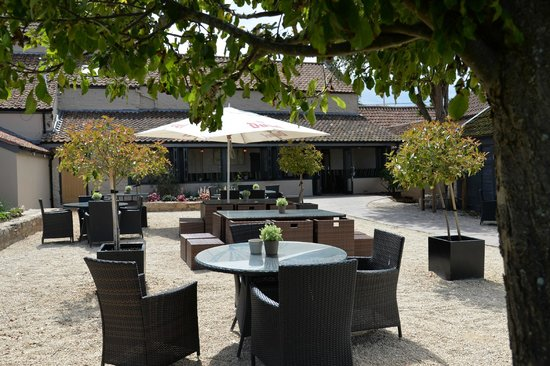 The George at Backwell: Courtyard Garden