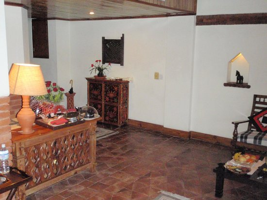 Dwarika's Hotel : Entrance way in the suite