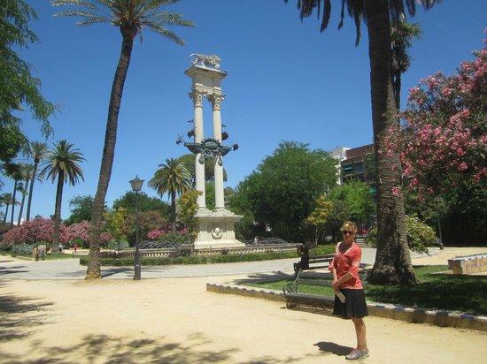Jardines de Murillo: Памятник Колумбу