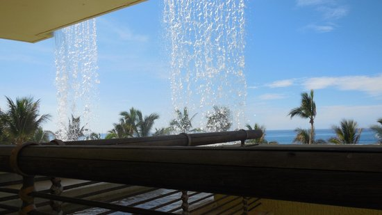 Marquis Los Cabos All-Inclusive Resort & Spa: waterfalls in lounge