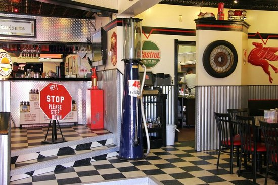 Cruisers Cafe 66: If you like dining indoors