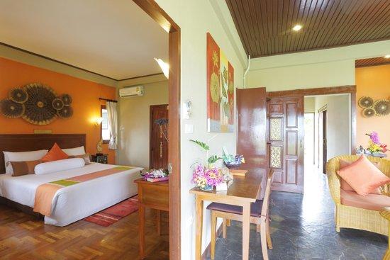Viva Vacation Resort: Villa space.