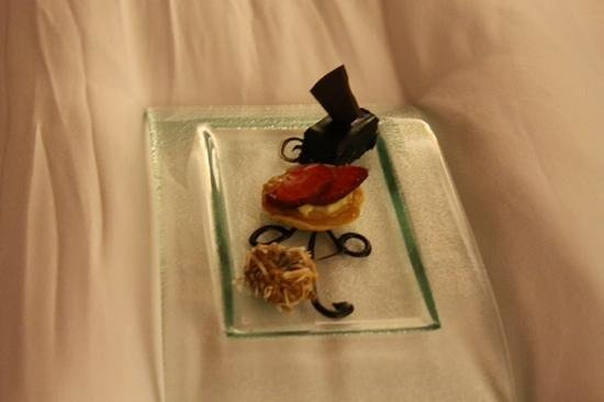 Hotel Casa San Agustin: Fresh desserts left in the room every night