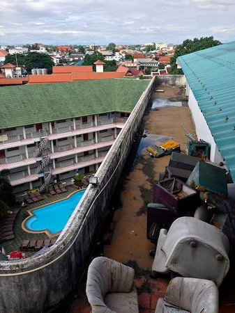 Top North Hotel: The pool looks tempting, not so the rest of the hotel.