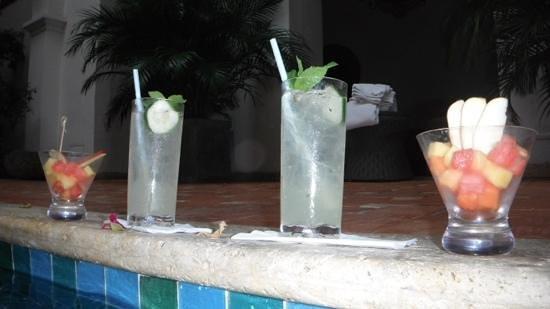 Hotel Casa San Agustin: Poolside Bar Service