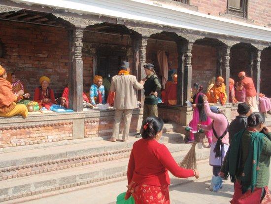 Temple de Pashupatinath : Outside