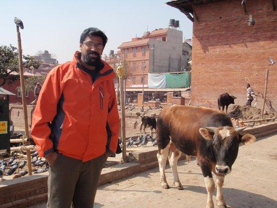 Pashupatinath Temple: Outside the temple