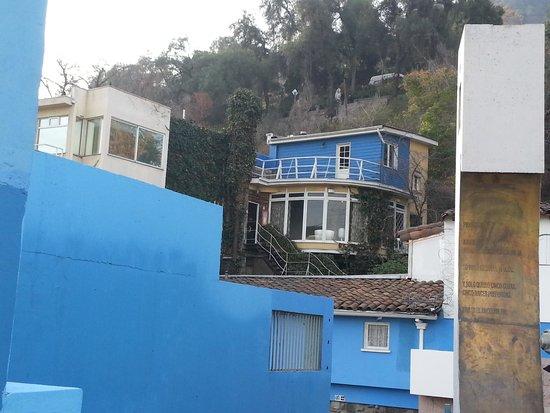La Chascona (maison de Pablo Neruda) : From the Outside In