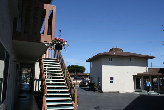 Pacific Inn Monterey: Hotel Exterior