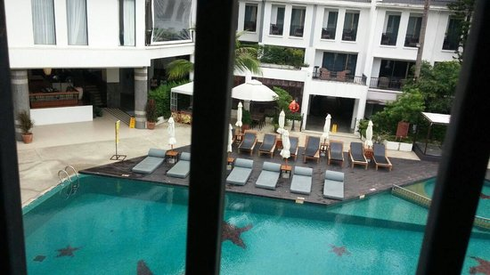 Sawaddi Patong Resort & Spa: view in the room