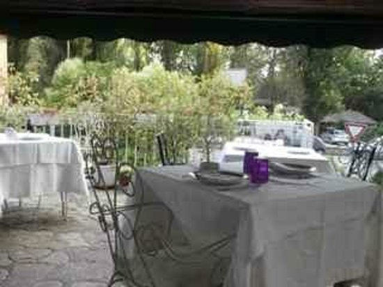 La Trattoria: Table setting on terrace and view of willow trees