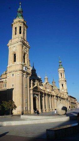 Basílica de Nuestra Señora del Pilar: Вид сбоку