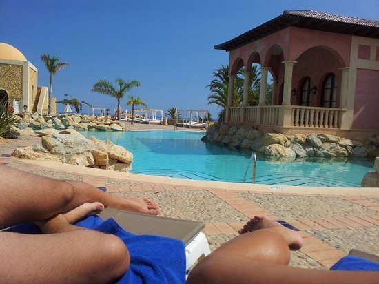 Melia Villaitana: Relajante piscina-lago