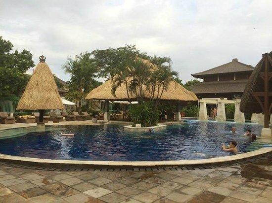Rama Beach Resort and Villas : Pool Area