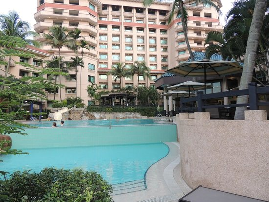 Swissotel Merchant Court Singapore: The Pool