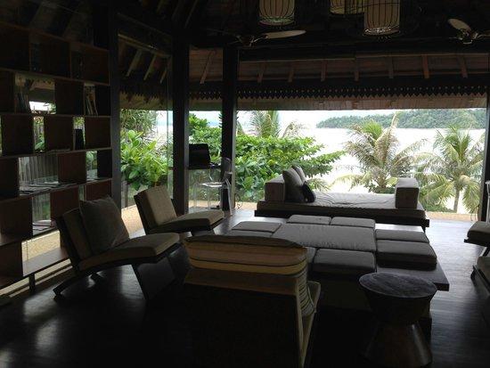 Gaya Island Resort: Library